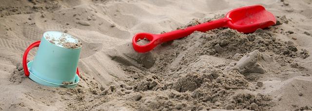 sandbox-1583289_640_cr